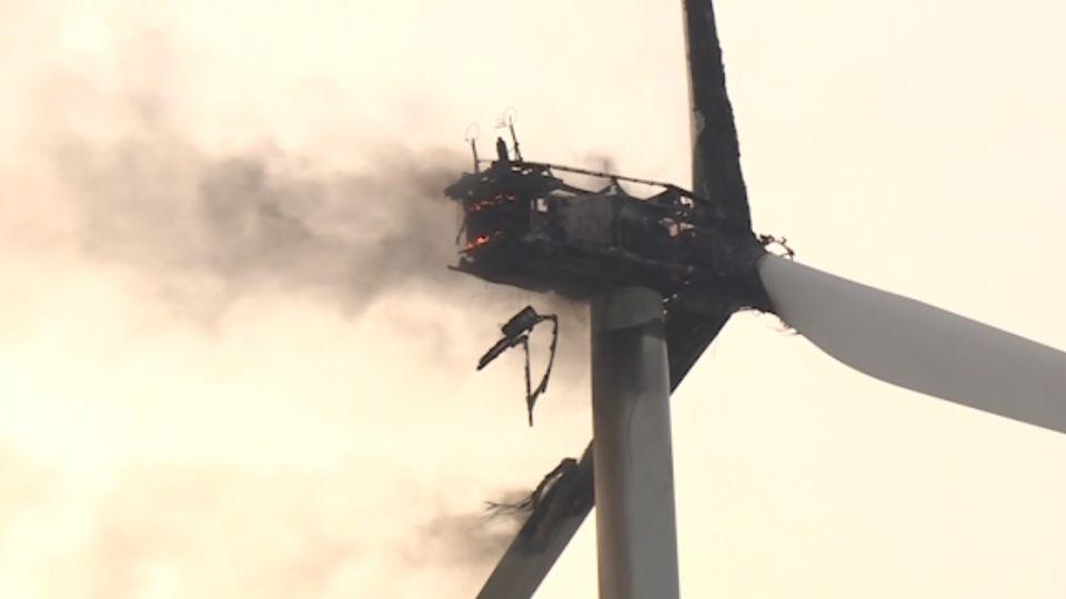 風力發電機爆炸起火 高度過高無法救火