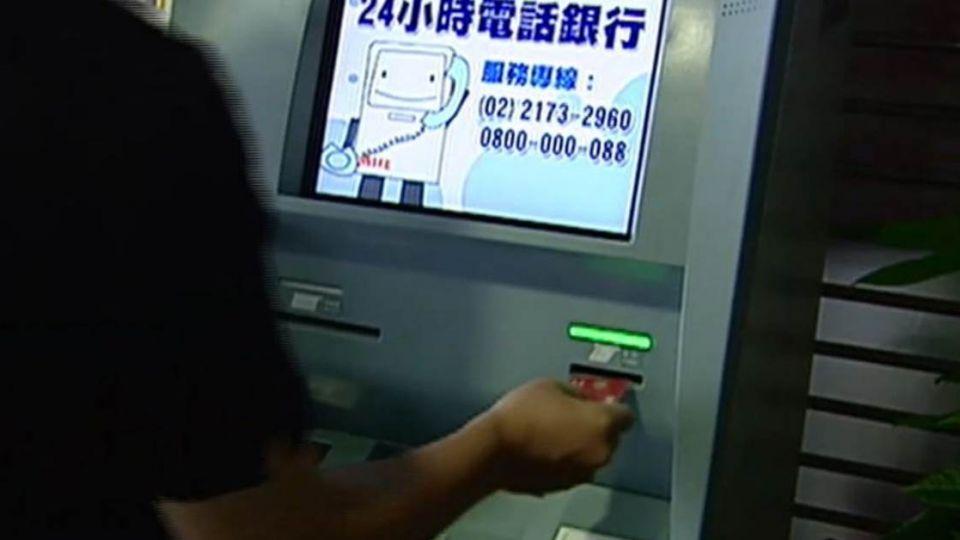 卡被盜刷超淡定!「這一招」 他讓銀行認賠19萬
