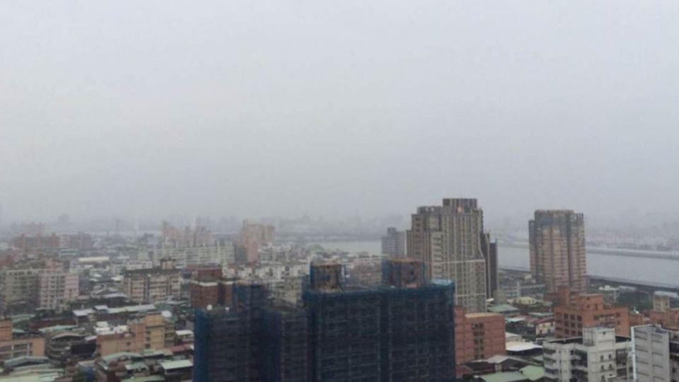 今天高溫飆32°C 午後「變臉」防大雨