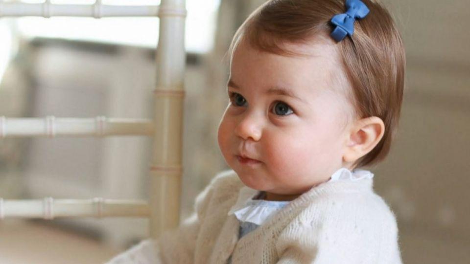 夏綠蒂滿周歲 英國王室公布最新萌照