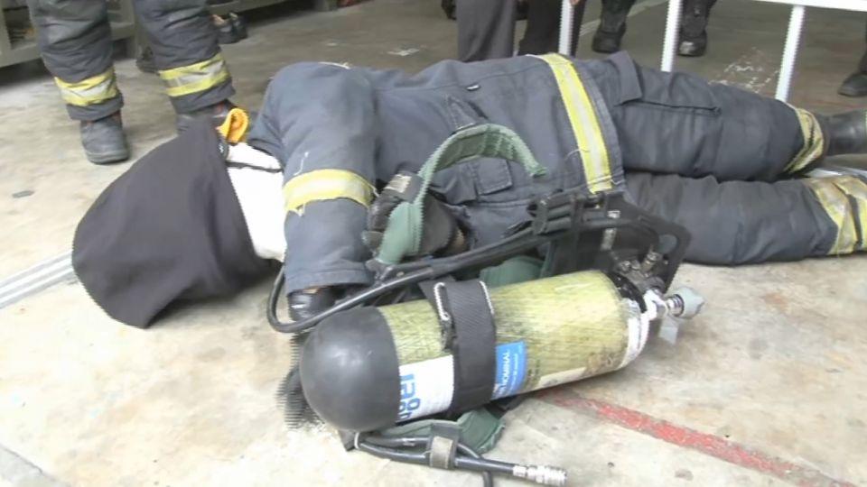 新屋大火 6名消防英雄殉職 消防隊員學逃脫自救