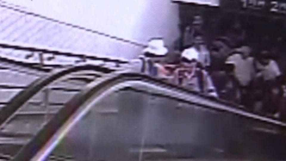 花蓮車站電扶梯突「倒退嚕」 11人摔一團送醫