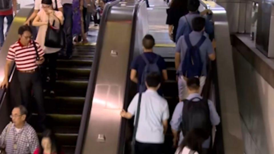 電扶梯接連「倒退嚕」 靠右站導致意外?!