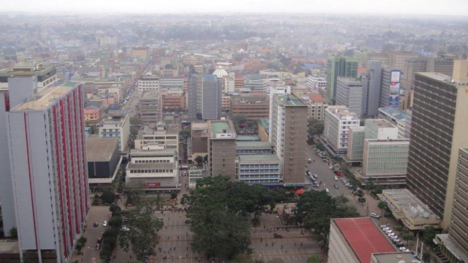 奇蹟!肯亞大樓倒塌 半歲女嬰「裹毛毯坐水桶」獲救