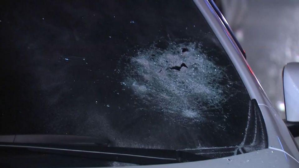 通緝犯心虛拒盤查衝撞警車 警開4槍逮人