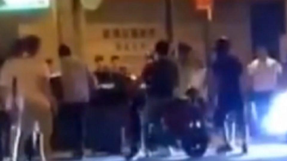 疑酒後糾紛 頭份市街頭鬥毆砸車