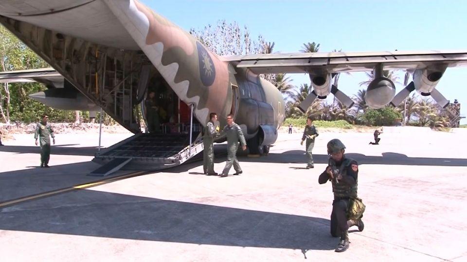 「大老團」登太平島 南海上空遇美軍機