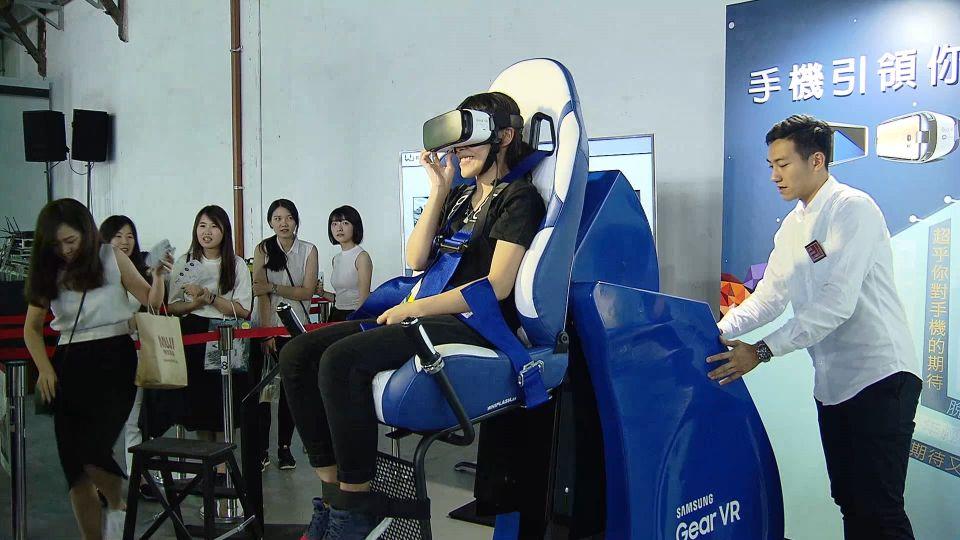 心驚膽顫!360度天旋地轉 VR4D搶先玩