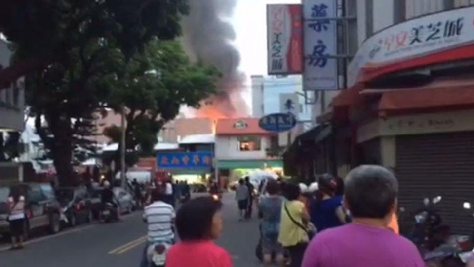 最新》台東文化街傳火警 濃煙直竄天際