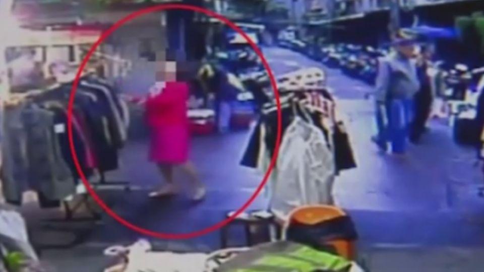 「怎麼越逛越胖」婦連穿兩外套 假試穿真行竊