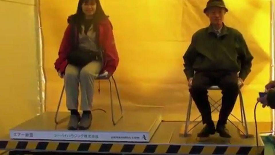 【影片】日本老爺爺體驗地震「舉動」 網友笑翻:果然後勁太強
