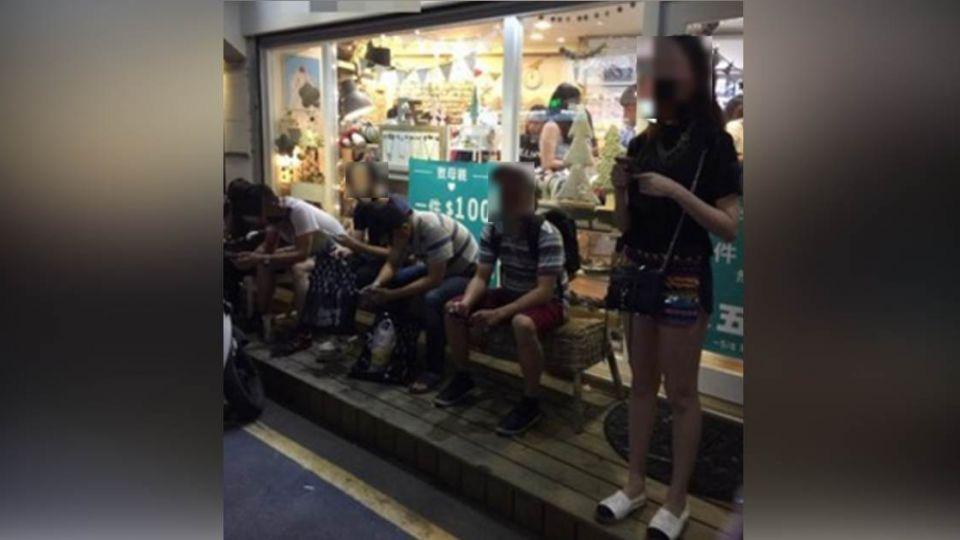 女性用品店竟出現一群男人 網友讚:這招真的是高招