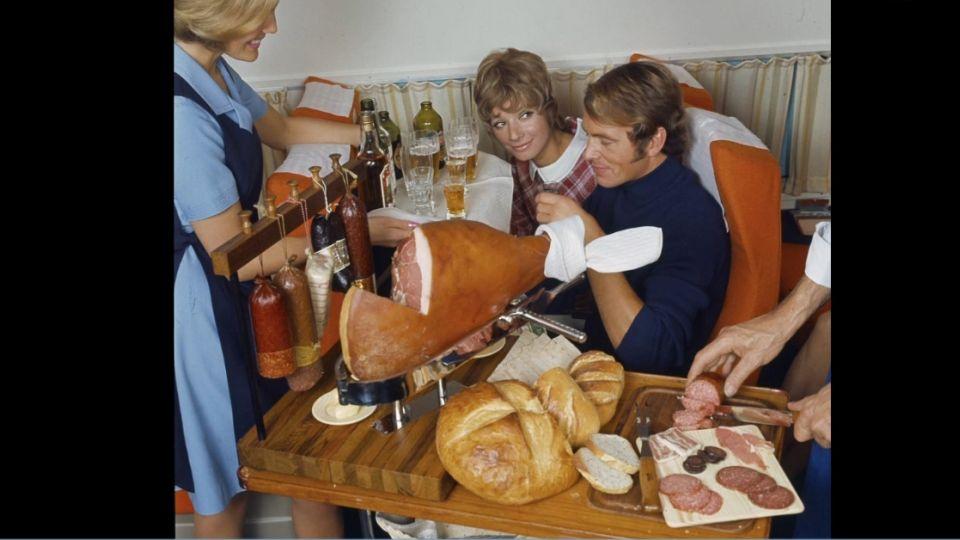半世紀前飛機餐 豪華菜單有龍蝦、牛排