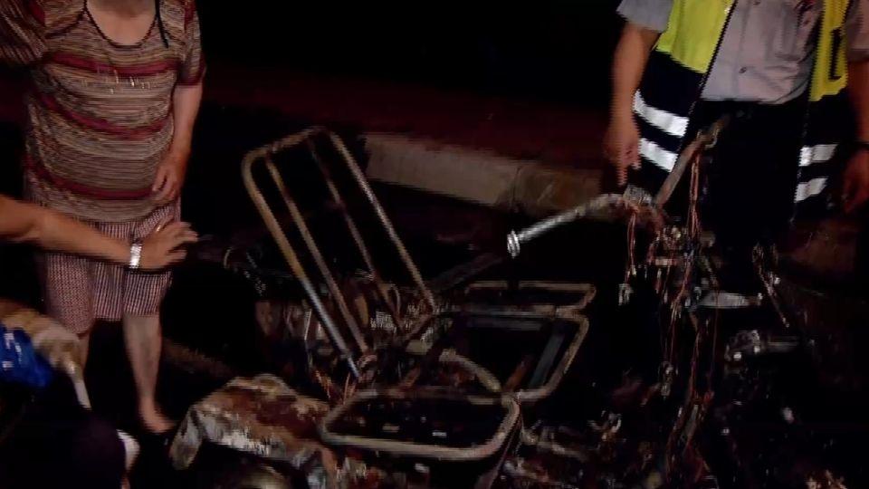 驚險!三輪機車突起火 大學生勇救身障男脫險