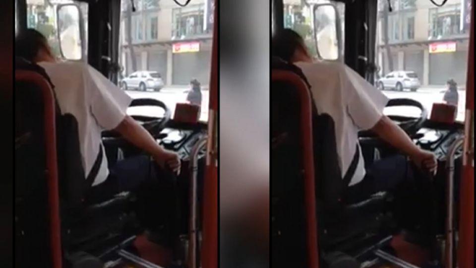開公車到一半...司機雙手抱頭、一秒呼睡