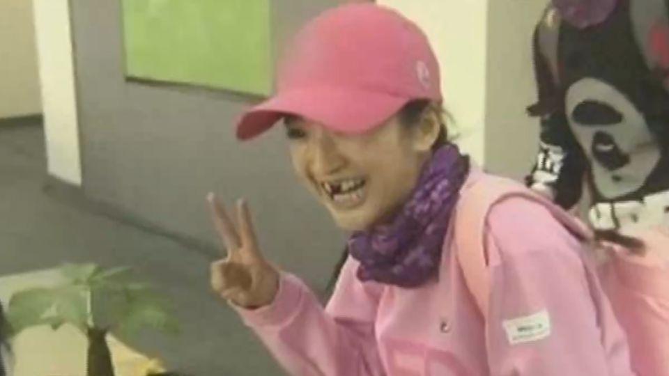 林依晨畫鬍渣、黑牙齒扮醜 女神形象大崩盤
