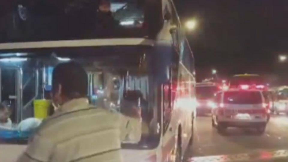 遊覽車卡瑞芳橋下涵洞 26韓籍遊客送醫