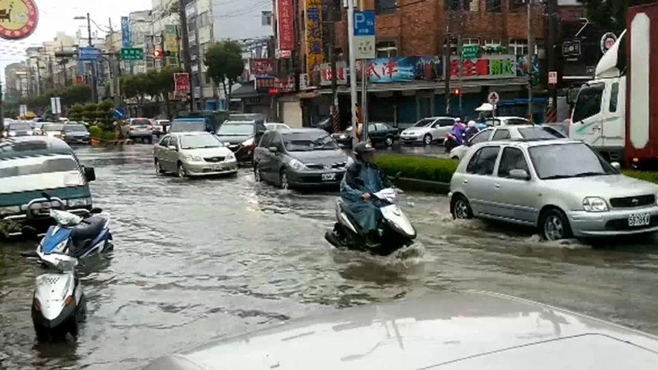 「暴雨如颱風」 桃園、大台北道路一度封閉