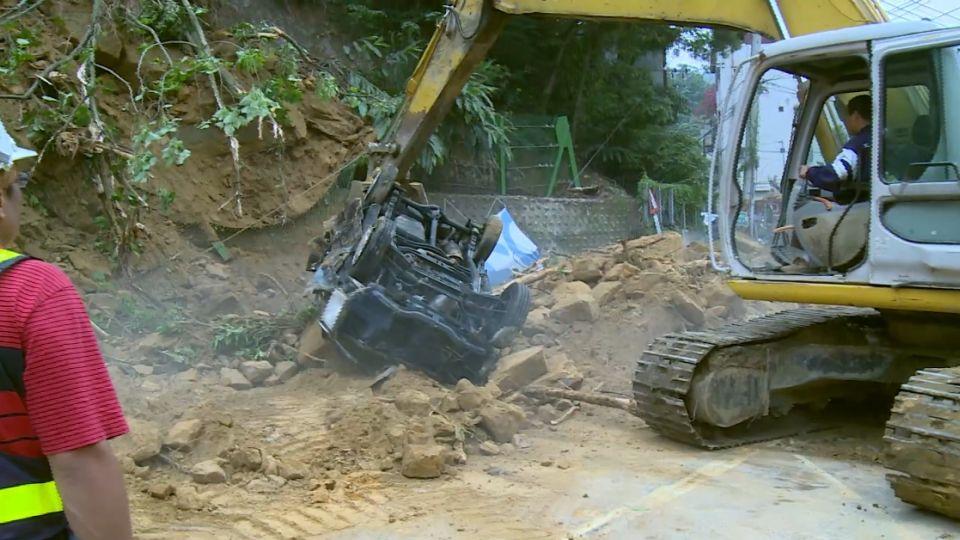 轟...深夜巨響 深坑土石崩塌 5車慘遭掩埋