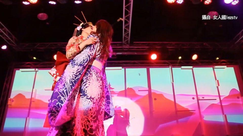 又是「女女」激吻!陳珮騏挺婚姻平權「吻下去」
