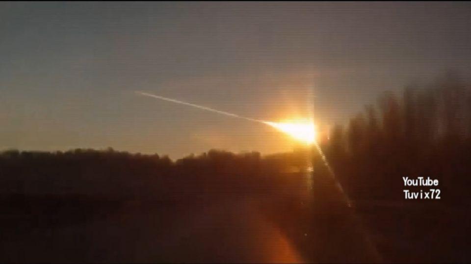直擊奇觀!巨大隕石直墜落 劃破美加夜空