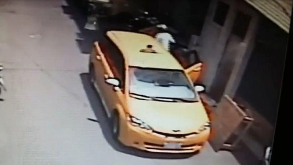 狡猾毒蟲偷車撞警 逃亡9天毒友家遭逮