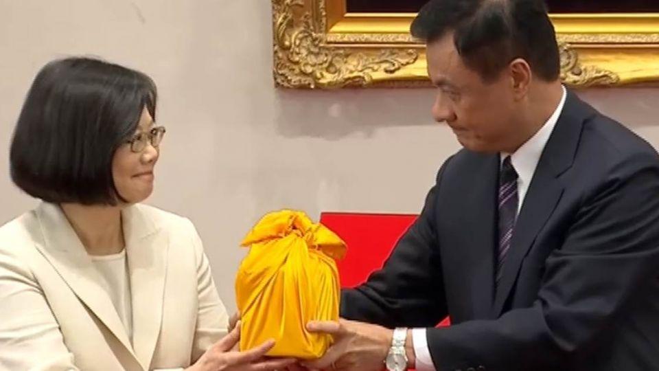 迎接小英總統!台灣首位女元首接下國之印璽