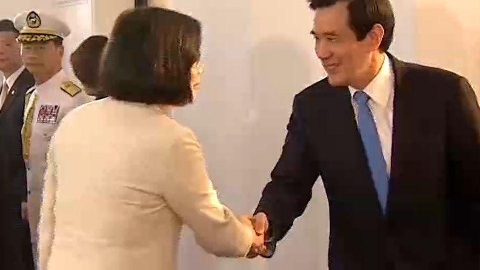 蔡總統送馬前總統出總統府 兩人「4度握手」