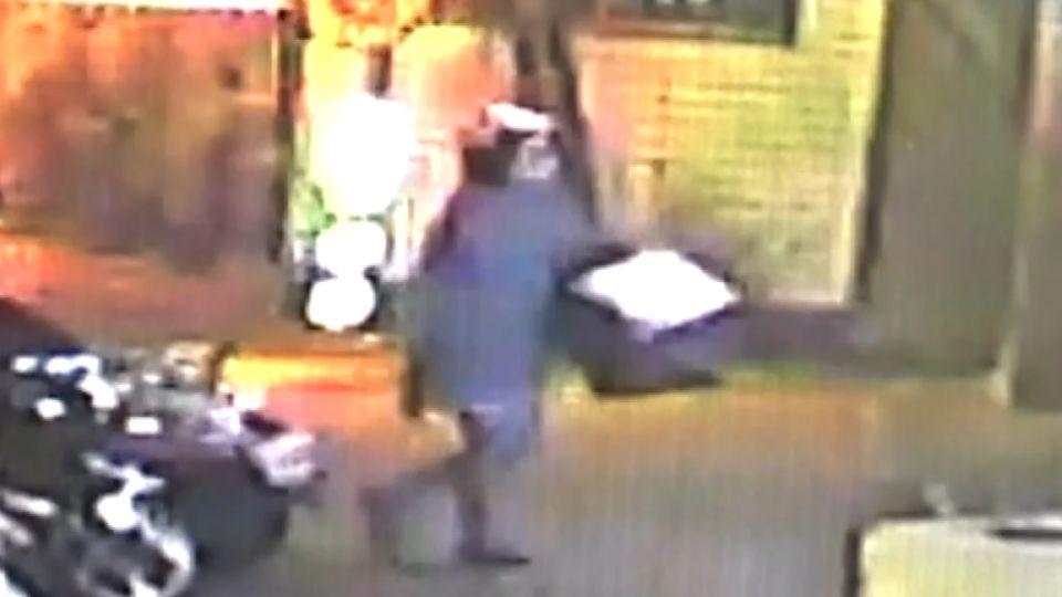 櫃姐遭恐怖男跟蹤撞門 報警竟被問有什麼罪?