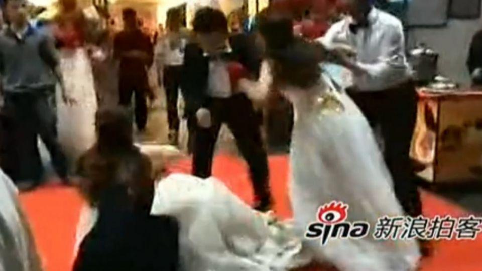「最冷靜小三」混進婚禮 一招讓劈腿新郎難堪