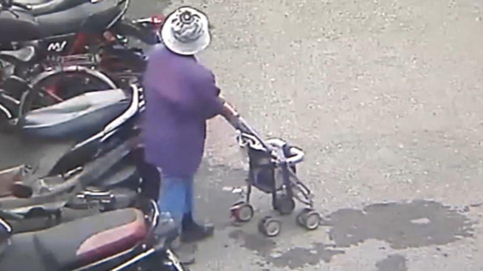 貪小便宜?! 富裕老婦人竟偷推嬰兒車
