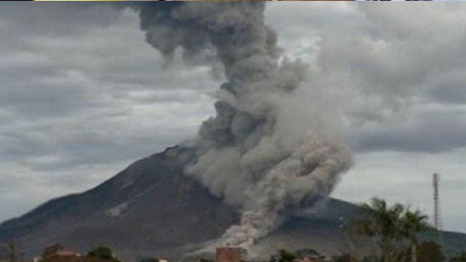 休眠4世紀火山噴發!直竄天際3公里 釀3死4傷