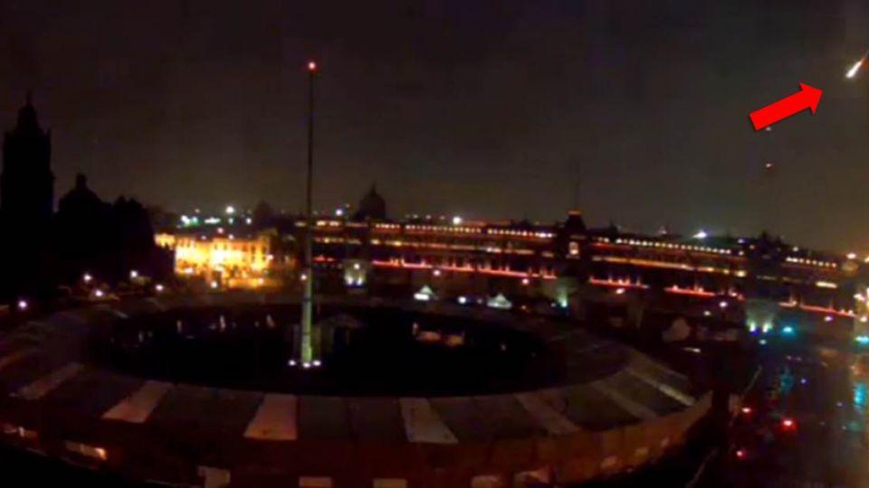 【影片】「飛碟迫降」?墨西哥夜空光束伴巨響 居民嚇傻