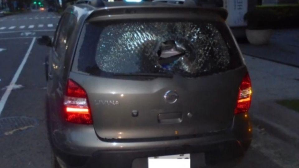 失戀不開心!25歲男搥破車窗玻璃洩憤