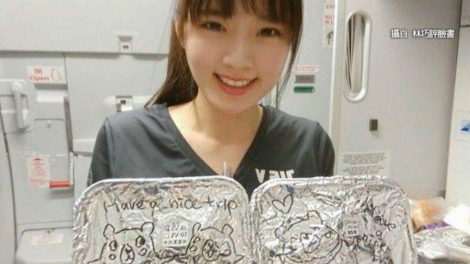 正妹空姐「餐盒」上塗鴉! 乘客備感窩心
