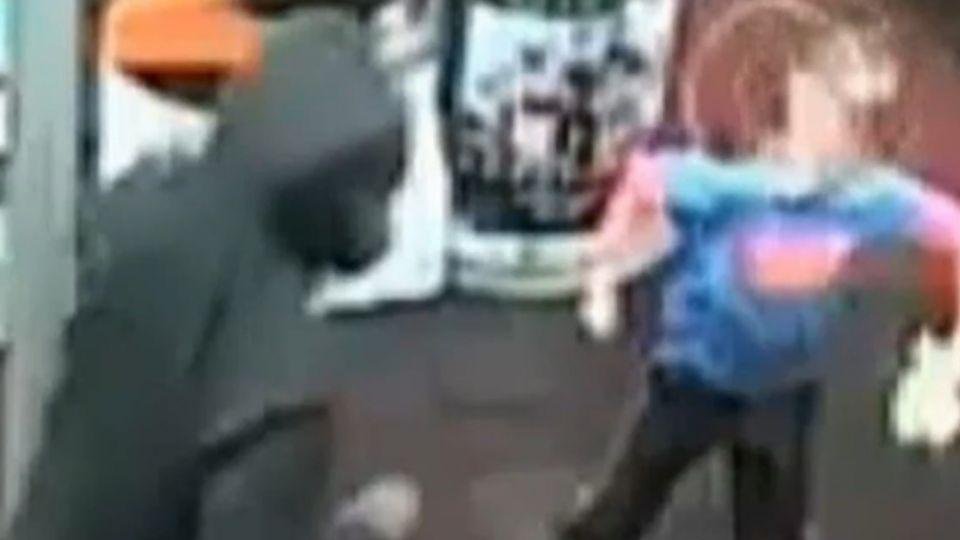 7歲童遇搶劫 挺身出拳抗匪