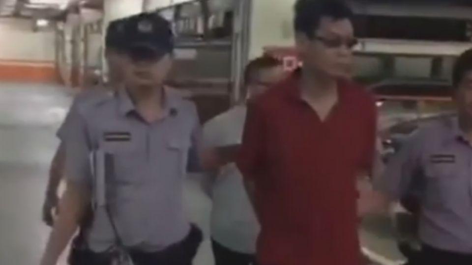 騎車「沒叩安全帽」被開單 男「撂人」毆警