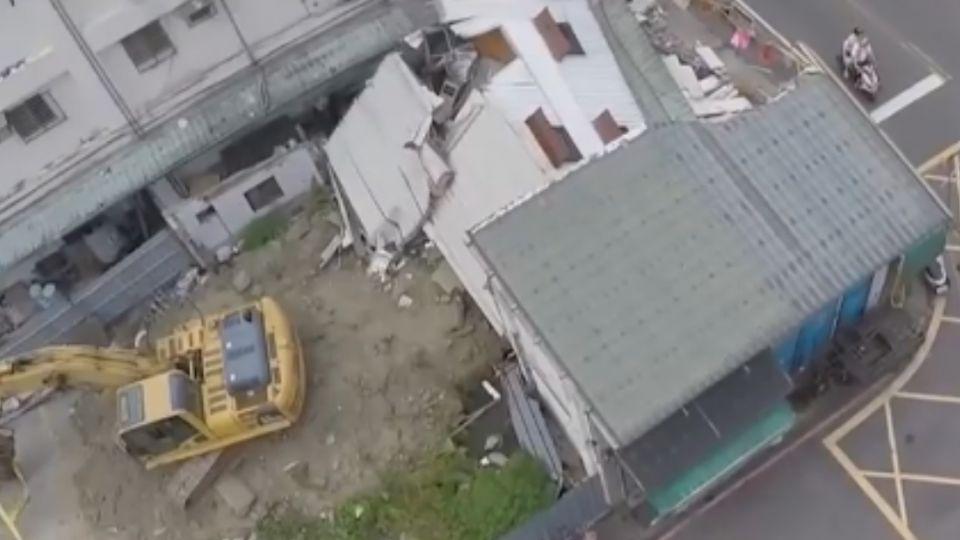 獨家空拍! 拆屋建商去年颱風偷挖洞「盼屋倒」