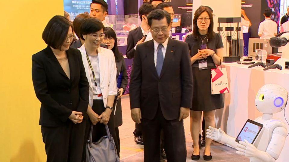 蔡總統出席電腦展逛攤位 國安人員超緊張