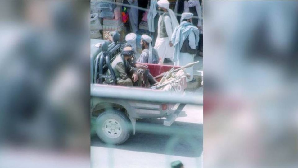 殘暴!阿富汗神學士挾持小巴 乘客一一拖出槍決