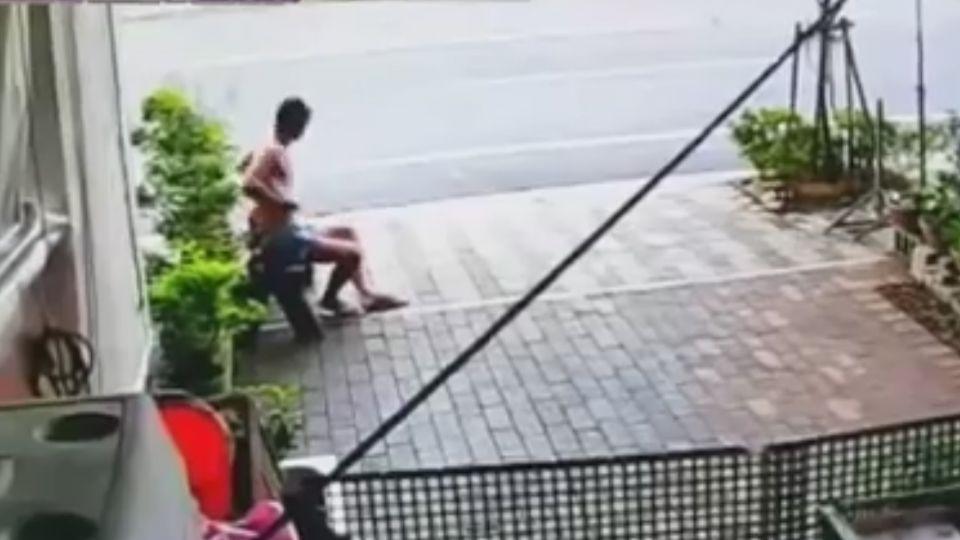 裸男騙「沒衛生紙」誘少女進廁所 嬤及時攔阻