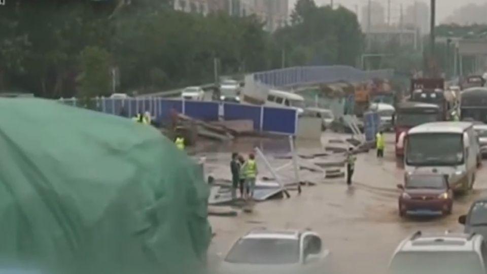 長江中下游強降雨 武漢大淹水「最深及腰」