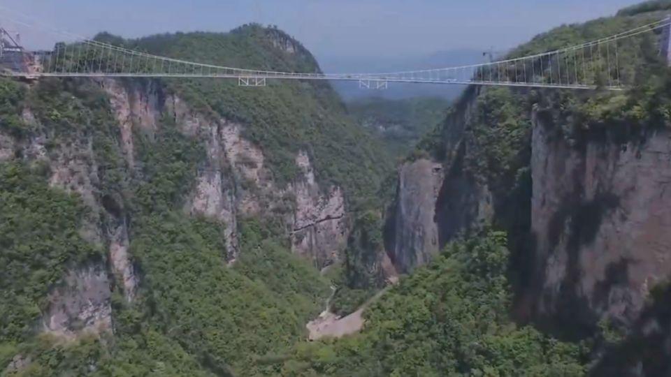 張家界新完成「大峽谷玻璃橋」  網友:已腿軟