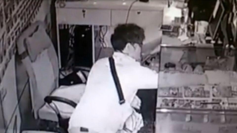 賊半夜潛入偷刮刮樂 戴手套、手腳熟練疑慣犯