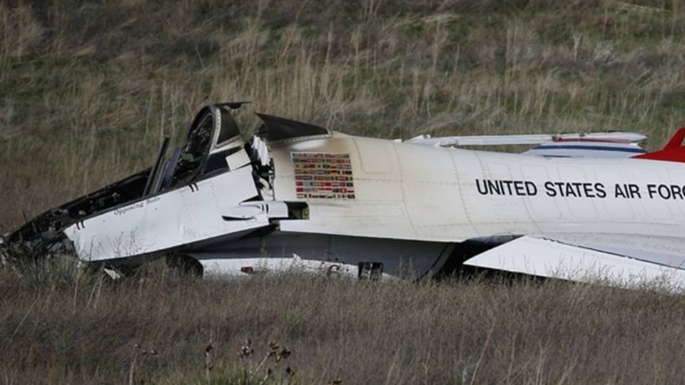 歐巴馬空官畢典致詞 F16當場墜毀