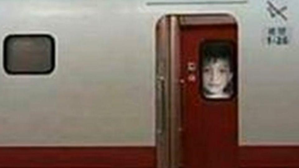 北車靈異事件?車窗透出蒼白小男孩 旅客嚇