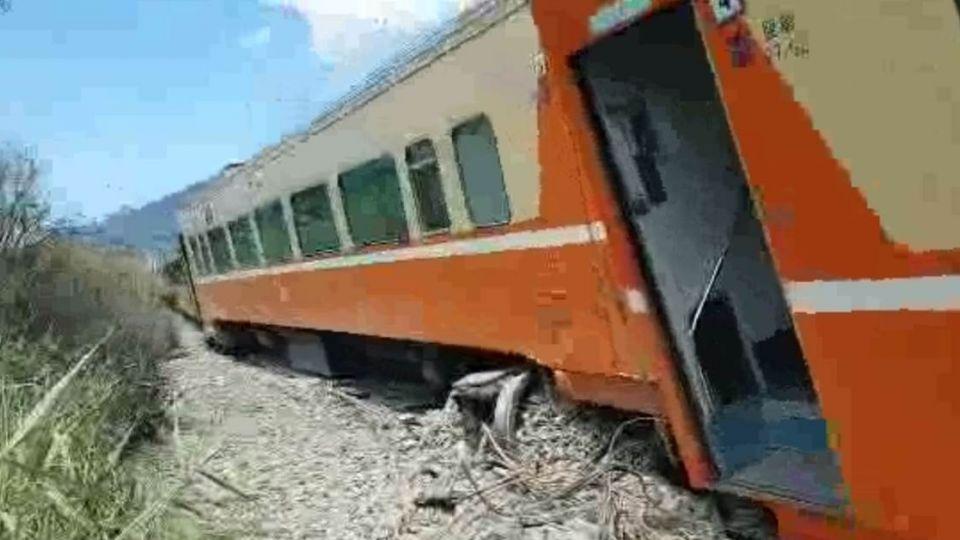 【更新】台鐵莒光號出軌!花東線恐暫停營運