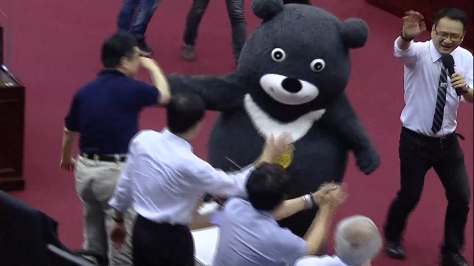世大運吉祥物「熊讚」現身 柯P答應給薪水