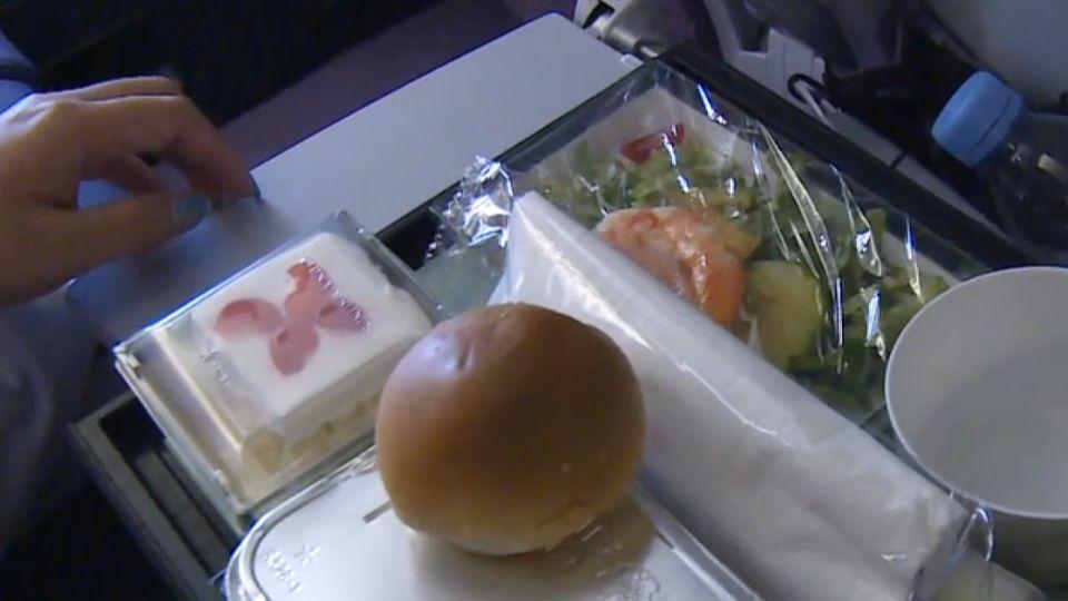 繼「醜制服事件」後 羅霈穎酸飛機餐這麼做