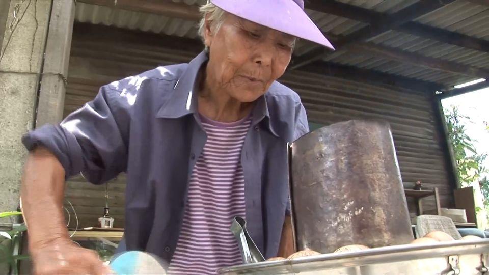 「茶葉蛋阿嬤」擺攤30年 「5元價」從沒漲過